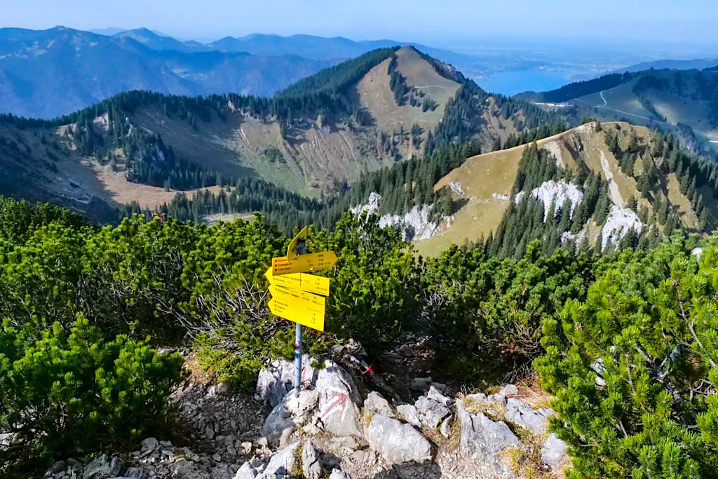 Viele Wanderrouten führen zum Gipfel des Risserkogels - Tegernsee, Bayern