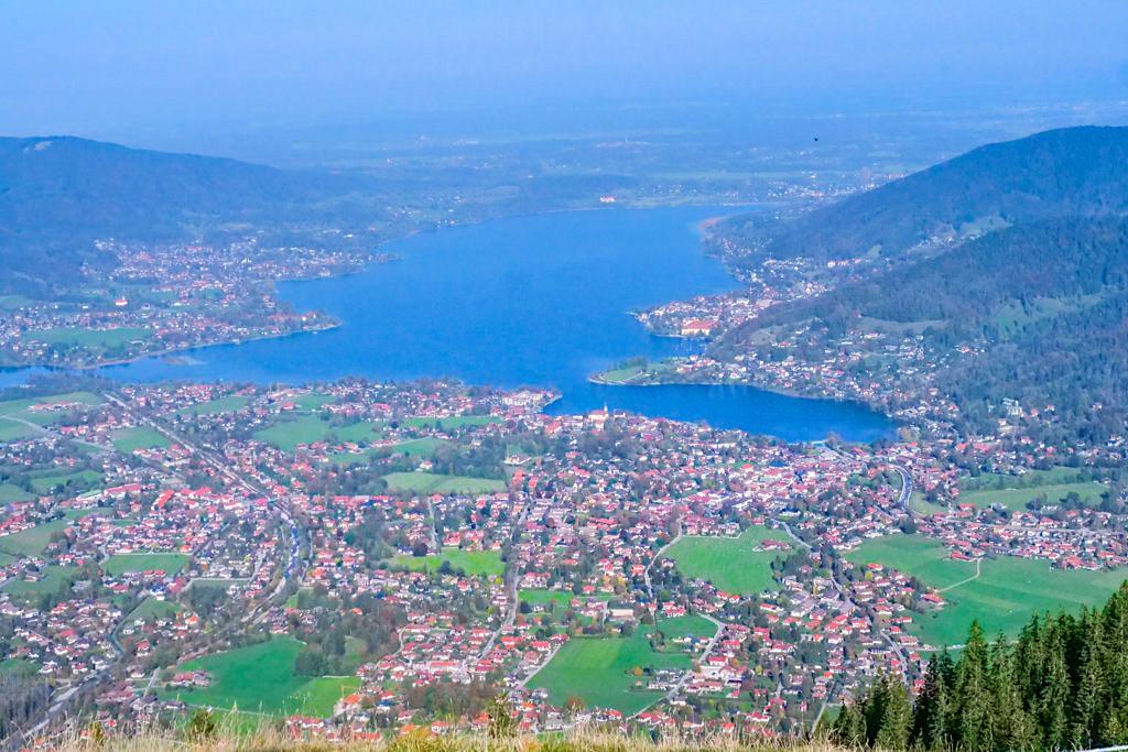 Grandioser Ausblick auf Rottach-Egern, Tegernsee und umliegende Orte vom Wallberg-Sattel - Bayern