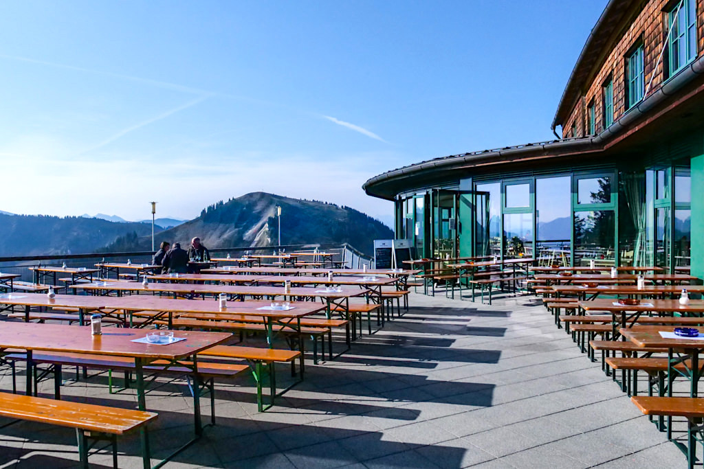 Wallberg Panoramarestaurant mit herrlichen Ausblicken auf die Tegernseer Berge - Bayern