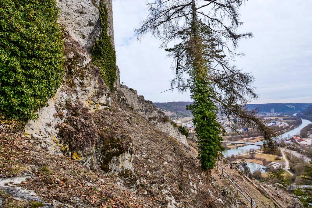 Empfehlenswerte Wanderung zur Ruine der Burg Rabenstein mit grandiosem Ausblick auf Riedenburg - Altmühltal - Bayern