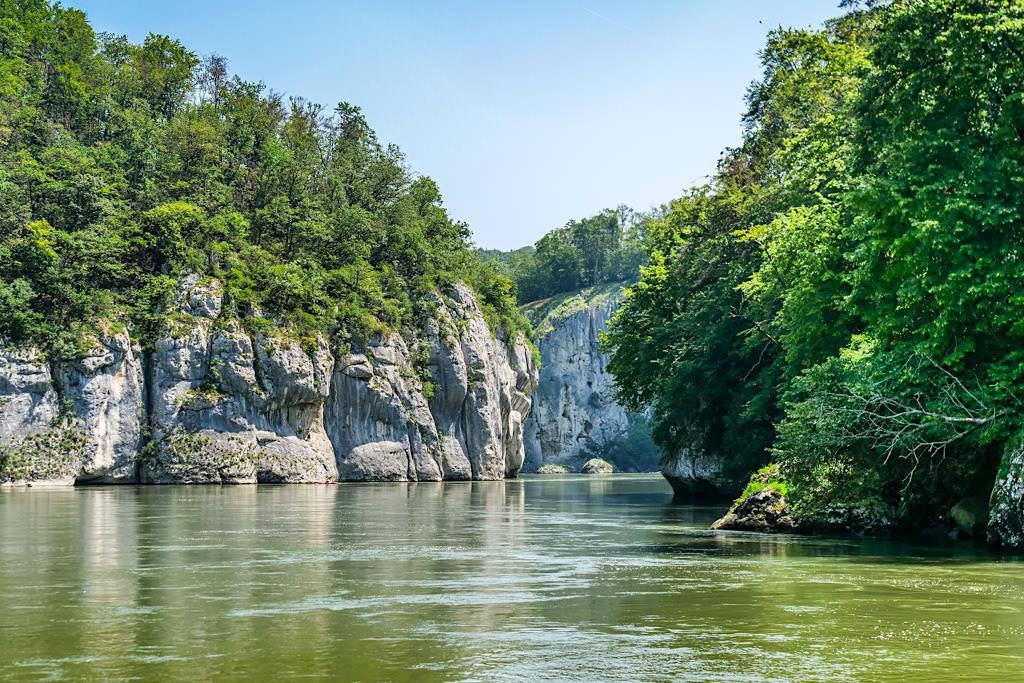 Blick auf Donaudurchbruch & Weltenburger Enge - Highlight der Altmühltal Schifffahrt - Bayern