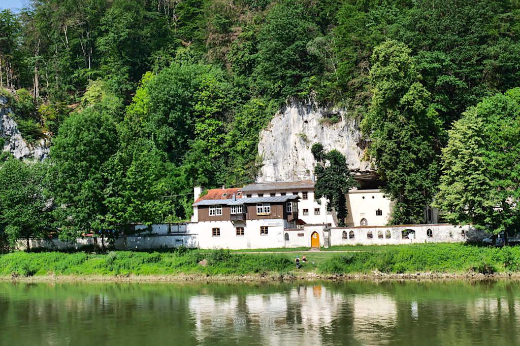 Einsiedelei Klösterl - Altmühltal Schifffahrt von Kelheim zum Kloster Weltenburg - Bayern