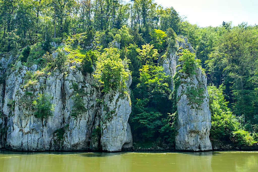 Imposante Felsformationen & Legenden - Steinerne Jungfrau - Donau Altmühltal Schifffahrt zum Kloster Weltenburg - Bayern
