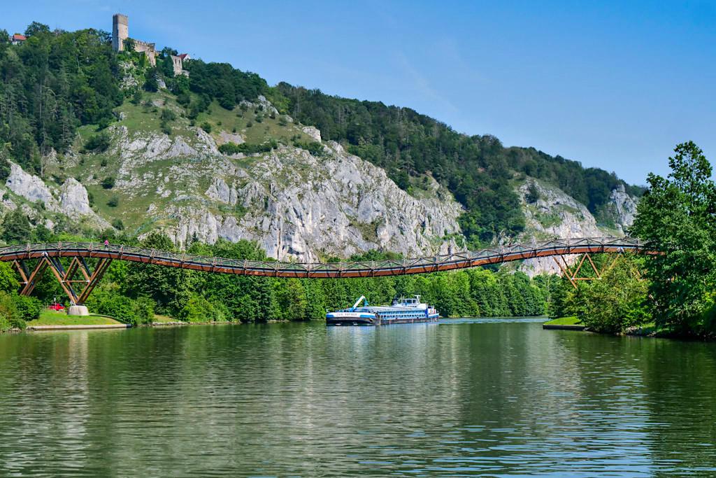 Holzbrücke Tatzelwurm bei Essing - Altmühltal Schifffahrt von Kelheim nach Riedenburg - Bayern