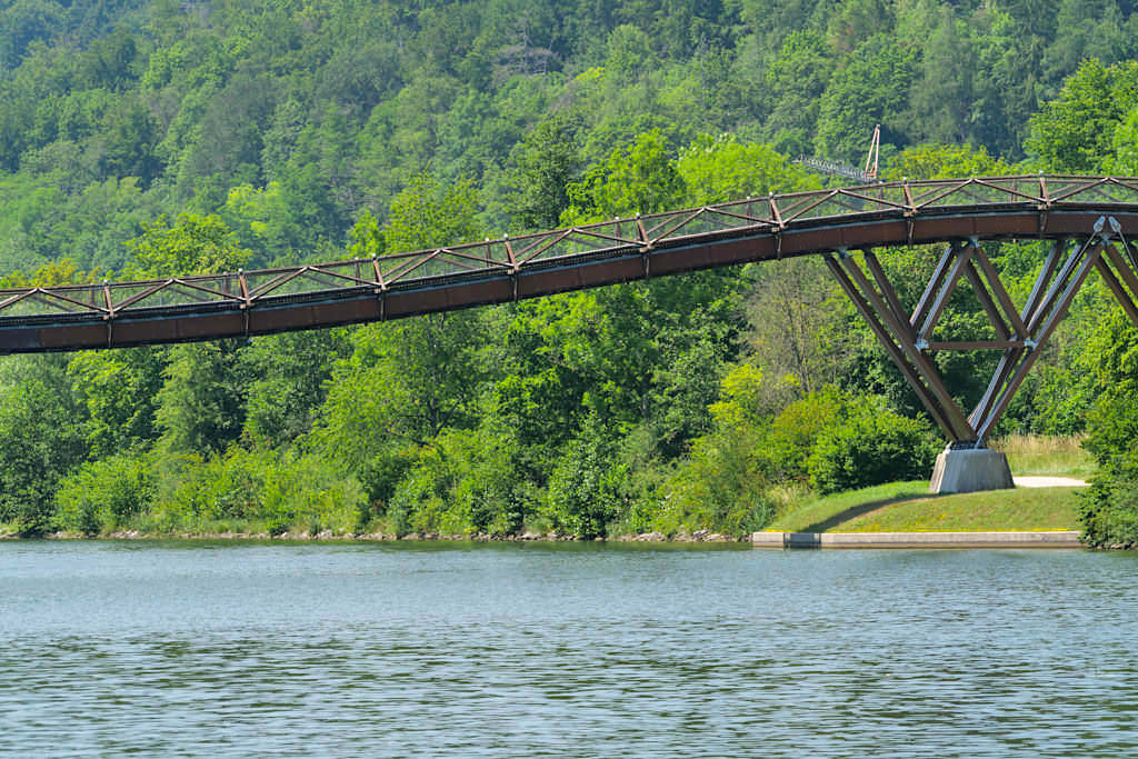 Holzbrücke Tatzelwurm bei Essing - Altmühltal Schifffahrt auf dem Main-Donau-Kanal - Bayern