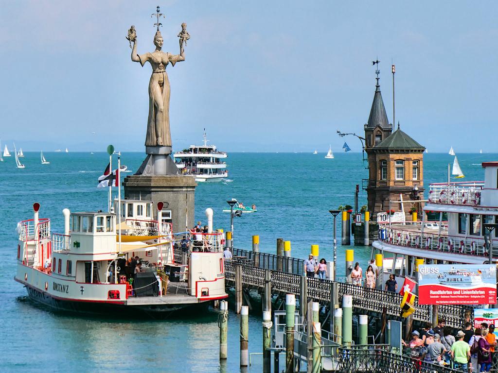 Imperia in der Hafeneinfahrt von Konstanz - Eine der schönsten Peter Lenk Skulpturen am Bodensee - Baden-Württemberg