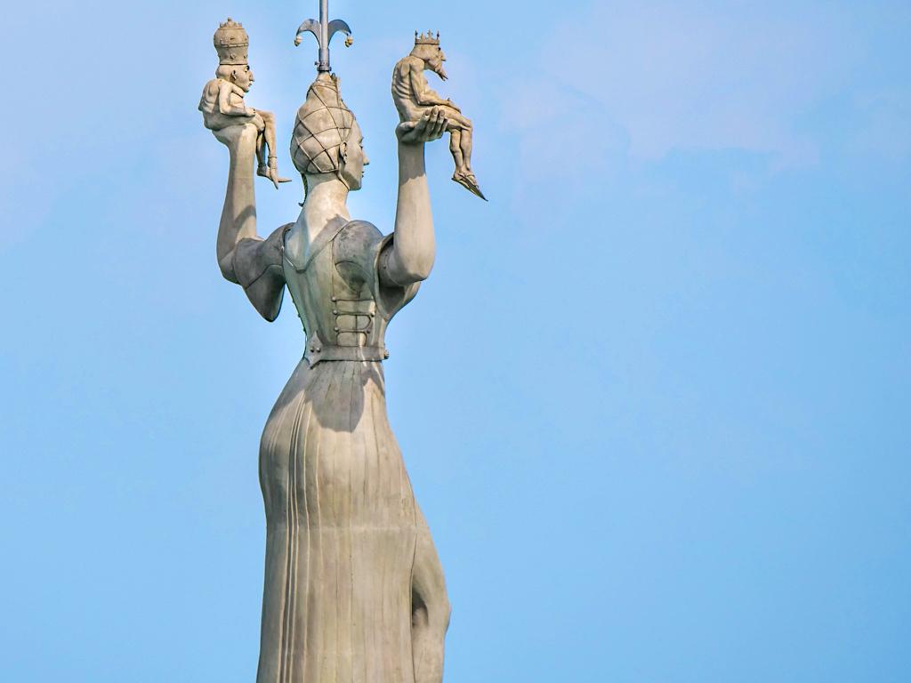 Imperia am Konstanzer Hafen: Was steckt hinter der Imperia? - Peter Lenk Skulpturen - Baden-Württemberg