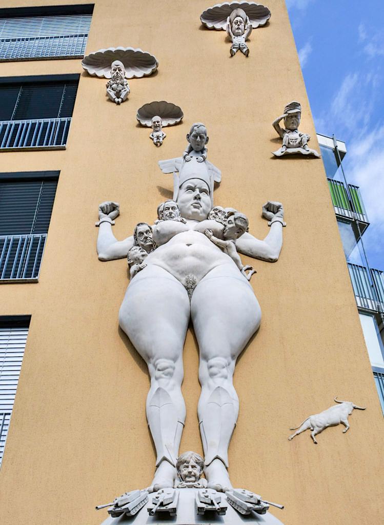 Kampf um Europa - Peter Lenk Skulpturen am Bodensee - Radolfzell, Baden-Württemberg