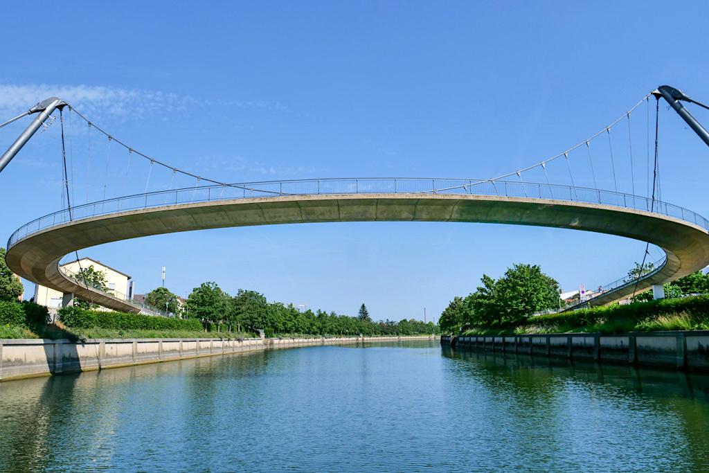 Kelheim - Beeindruckend ist die neue Fußgängerbrücke über den Main-Donau-Kanal - Bayern