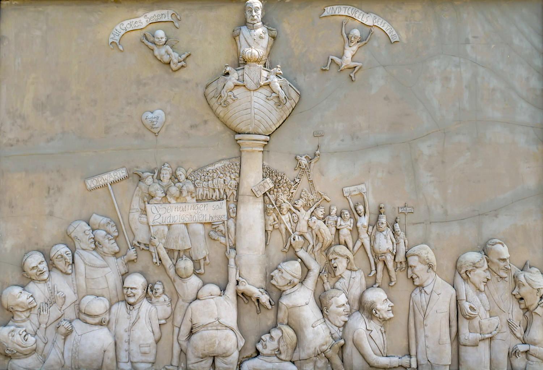 Lenk Skulpturen am Bodensee: Ludwigs Erbe - Lenk Triptychon Mittelteil - Ludwigshafen, Baden-Württemberg