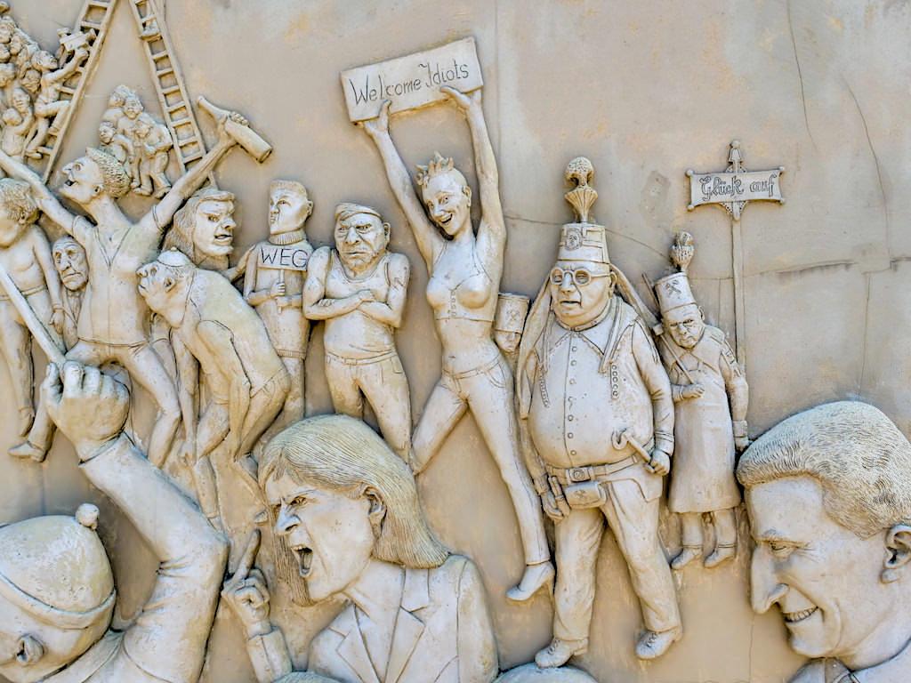 Ludwigs Erbe - Peter Lenk Triptychon - Peter Lenk Skulpturen am Bodensee - Ludwigshafen, Baden-Württemberg