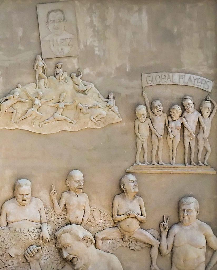 Ludwigs Erbe - Rechte Seite des Triptychons von Peter Lenk - Baden-Württemberg