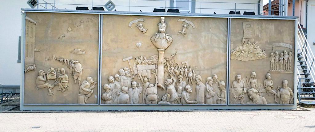 Ludwigs Erbe oder Lenk Triptychon - Peter Lenk Skulpturen Ludwigshafen, Baden-Württemberg
