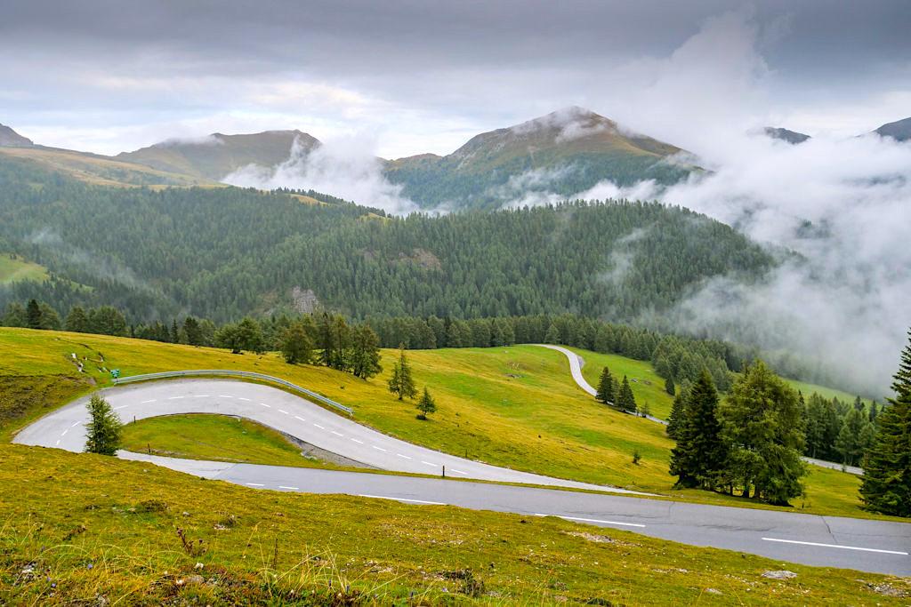 Nockalmstraße - Grandiose Kulisse aus Nockbergen & Almwiesen gepaart mit viel Kurvenspaß - Kärnten, Österreich