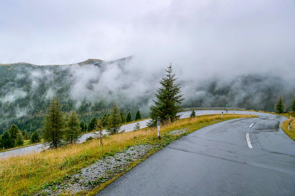 Nockalmstraße- Mystische Stimmung bei bei Regen & Wolken - Kärnten, Österreich