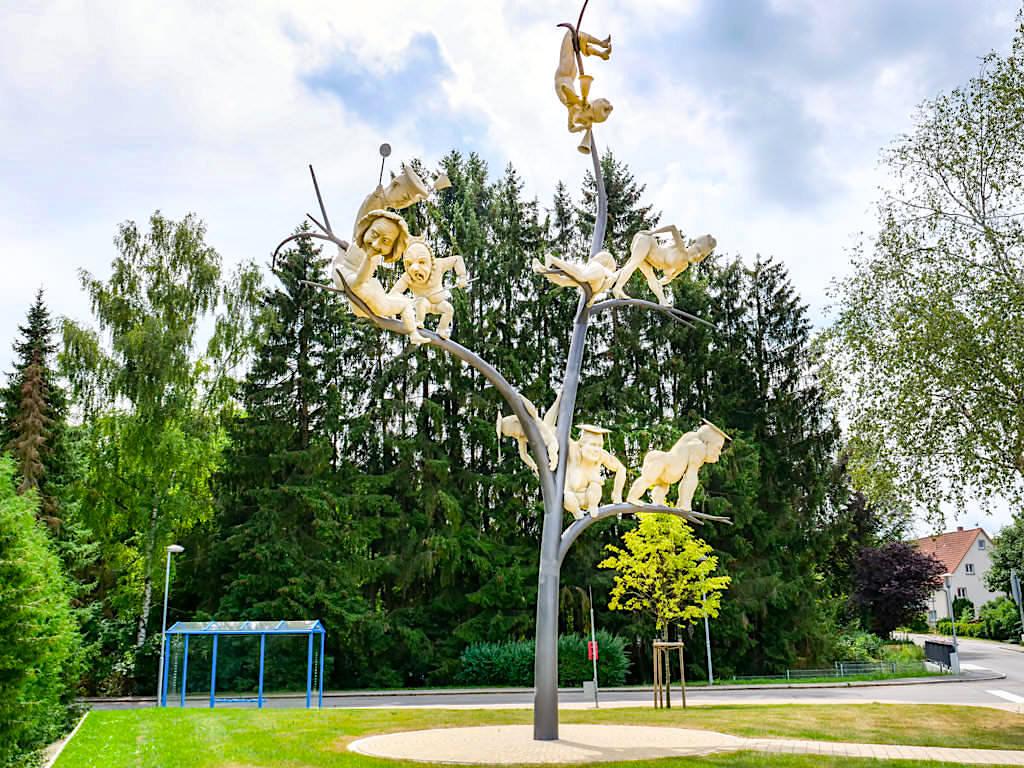Schelmenbaum - Peter Lenk Skulpturen am Bodensee - Emmingen-Liptingen, Baden-Württemberg