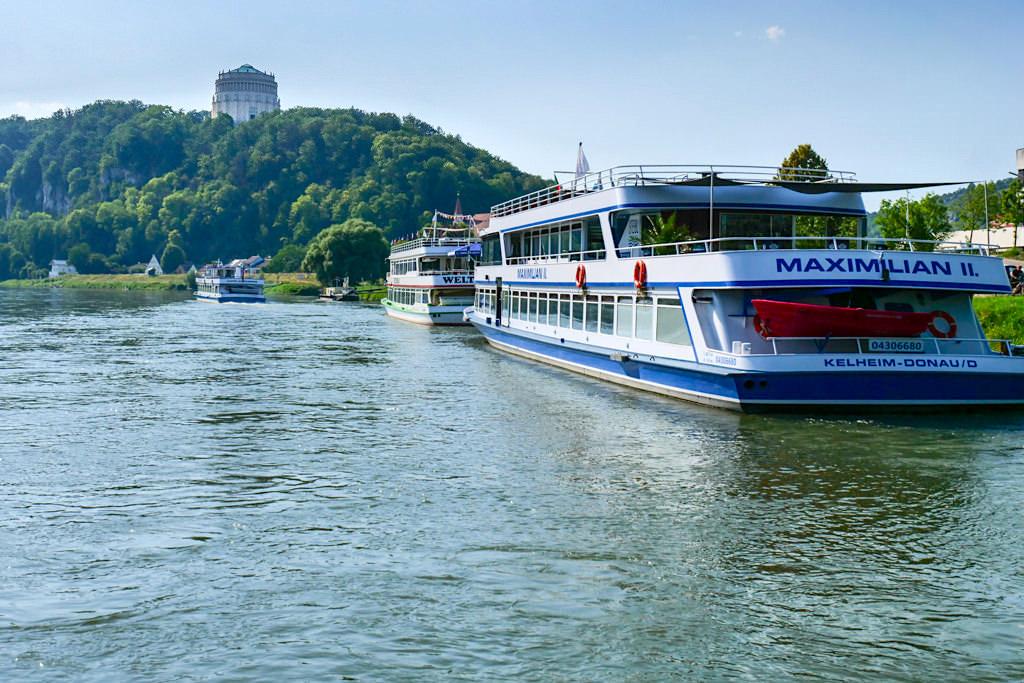 Schiffsanlegestelle Kelheim Donau: von hier fahren alle Ausflugsschiffe Richtung Weltenburg und auf der Altmühl nach Riedenburg- Bayern