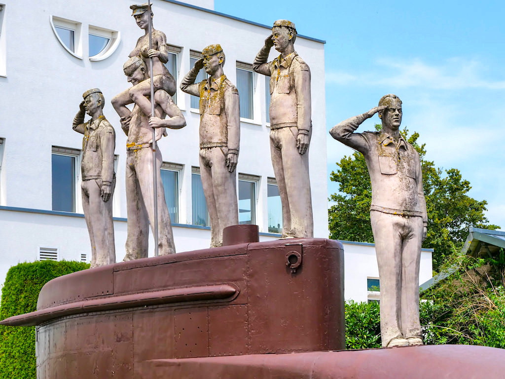 U-Boot U20 mit Ehrengast Rudolf Scharping in Stockach - Lenk Skulpturen am Bodensee - Baden-Württemberg