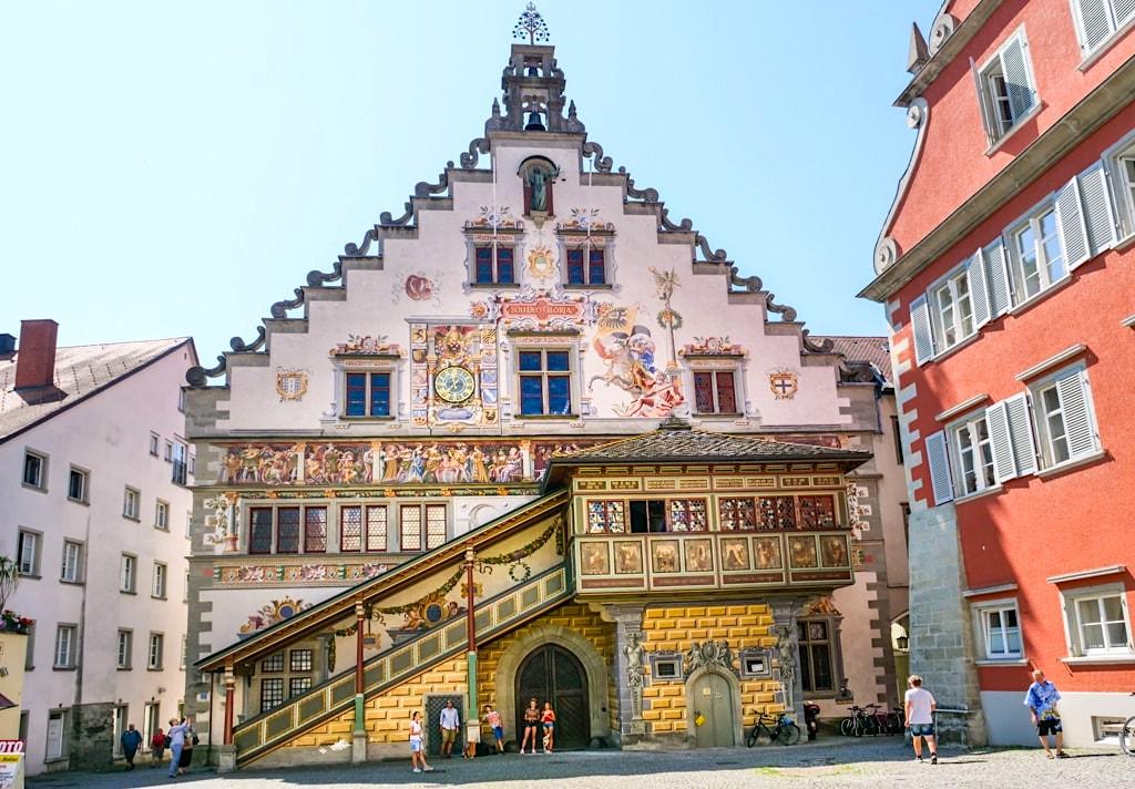 Alte Rathaus auf der Insel Lindau: das schönste Gebäude der Stadt- Stadtbesichtigung auf der Dreiländer-Bodensee-Schiffsfahrt - Bayern