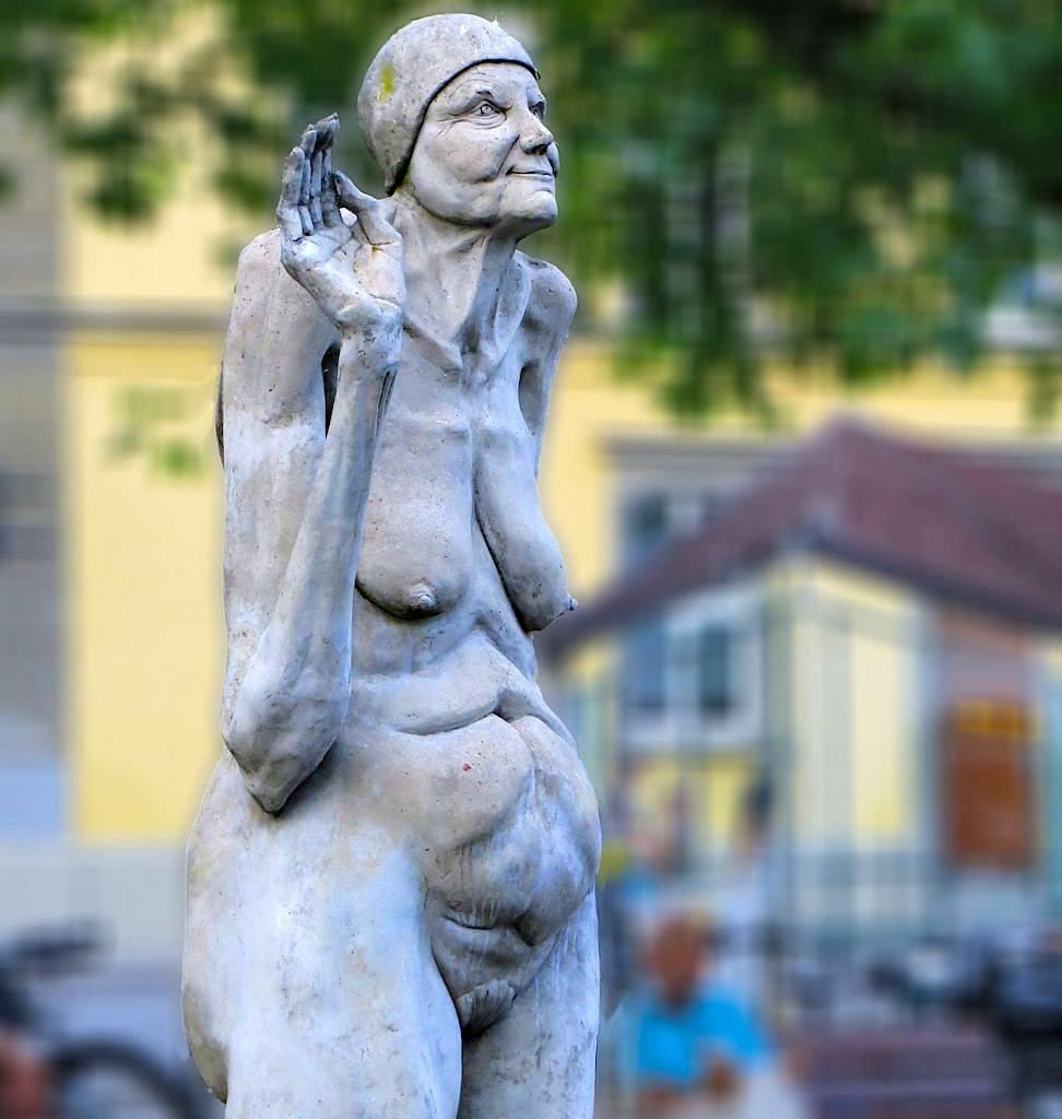 Bodenseereiter - Wassernixe winkt dem Reiter Walser - Peter Lenk Skulpturen- Überlingen am See, Baden-Württemberg