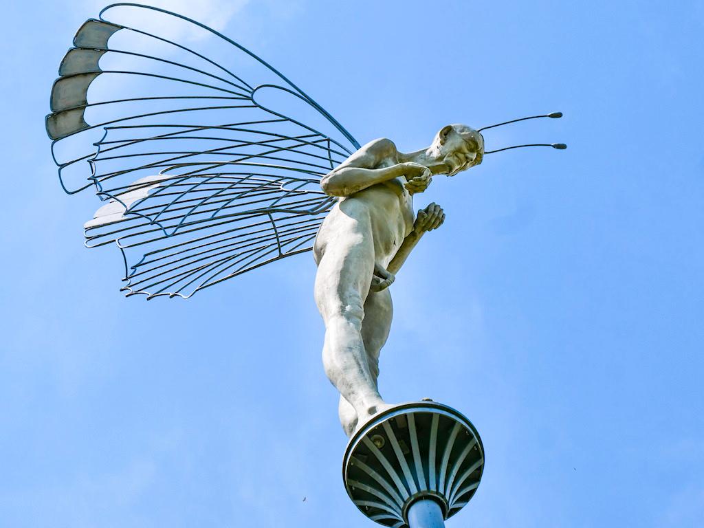Graf Bernadotte mit Schmetterlingsrüssel - Peter Lenk Skulpturen im Bildhauergarten in Bodman - Baden-Württemberg