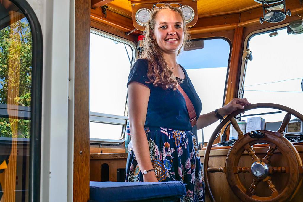 MS Gunzo - Tanja Held mit 21 Jahren ist sie die jüngste Kapitänin auf dem Bodensee geworden - Baden-Württemberg