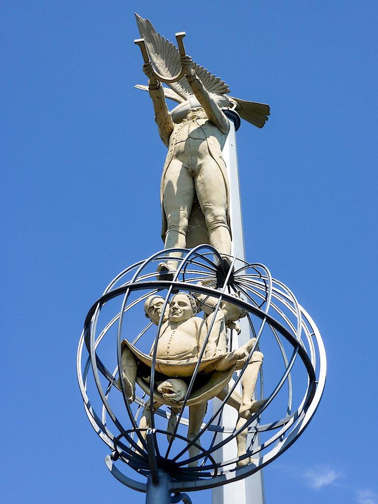 Magische Säule - Mesmerismus & die Wunderheilungen - Peter Lenk Skulptur - Meersburg, Baden-Württemberg