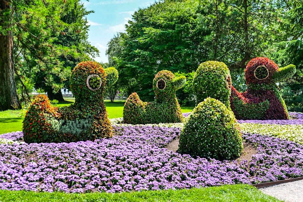 Insel Mainau Attraktion - Bepflanzte Blumen-Enten und Blumenskulpturen - Baden-Württemberg
