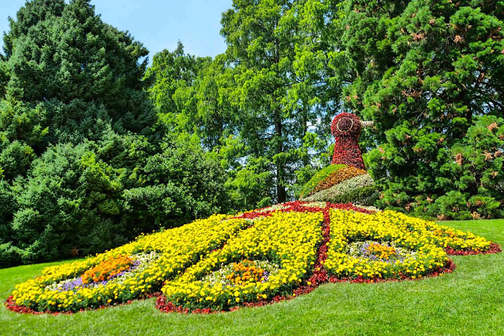 Insel Mainau Attraktionen - Farbenfroher Pfau aus Blumen - Baden-Württemberg