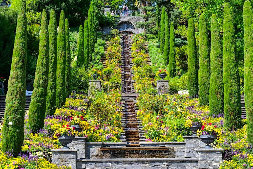 Insel Mainau - Die zauberschöne Italienische Blumen-Wassertreppe ist eine der Hauptattraktionen der Blumeninsel - Baden-Württemberg