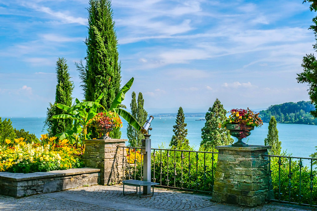 Mediterran-Terrassen auf der Insel Mainau mit grandiosen Ausblicken auf den Bodensee - Baden-Württemberg