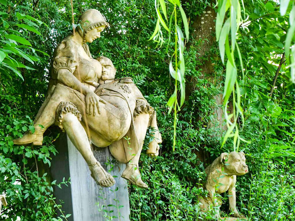 Napoleon-Denkmal von Peter Lenk - Skulpturengarten des Bildhauers in Bodman - Baden-Württemberg