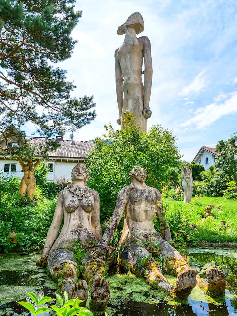 Peter Lenk Skulpturengarten in Bodman mit allen seinen aufgestellten Skupturen als Prototyp oder Entwurf - Baden-Württemberg