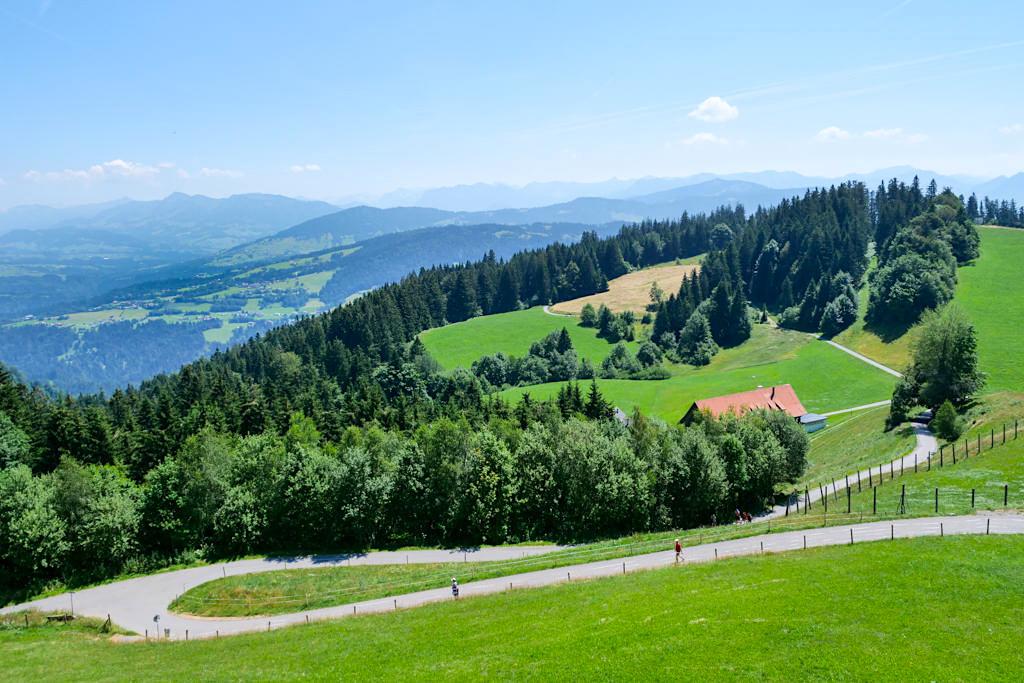 Pfänder-Gipfel - Rad- und Wanderwege laden ein, die Bergwelt zu erkunden - Bregenz, Österreich