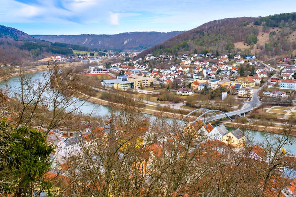 Ausblick von der Burgruine Rabenstein auf Riedenburg & den Main-Donau-Kanal - Altmühltal Sehenswürdigkeiten - Bayern