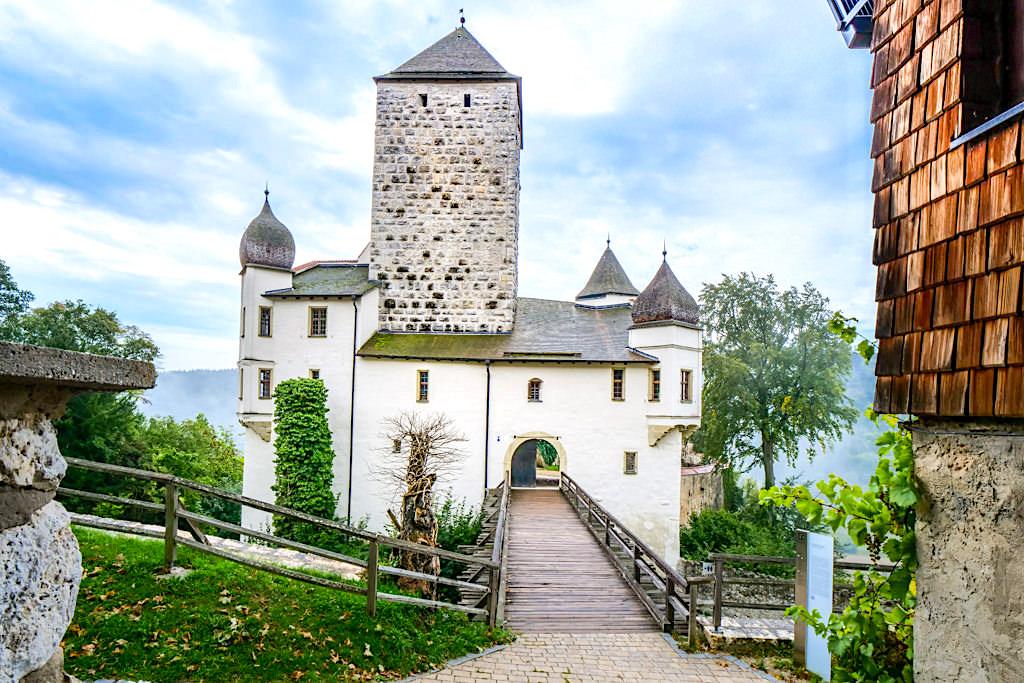 Burg Prunn Nordseite - Eingangstor, Burgfried, Burggraben, Zugbrücke & Palas sind mit die ältesten Teile der Festung - Altmühltal - Bayern