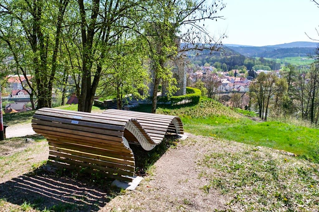 Burg Treuchtlingen - Ruhebänkchen mit grandiosen Ausblick - Altmühlta Sehenswürdigkeitnl - Bayern