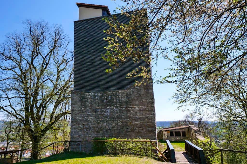 Burg Treuchtlingen - Wohnturm Brücke über den Sohlgraben - Altmühltal - Bayern