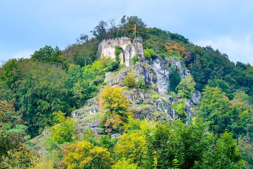 Beeindruckende Burgruine Tachenstein oberhalb von Riedenburg - Altmühltal Wandertipps - Bayern