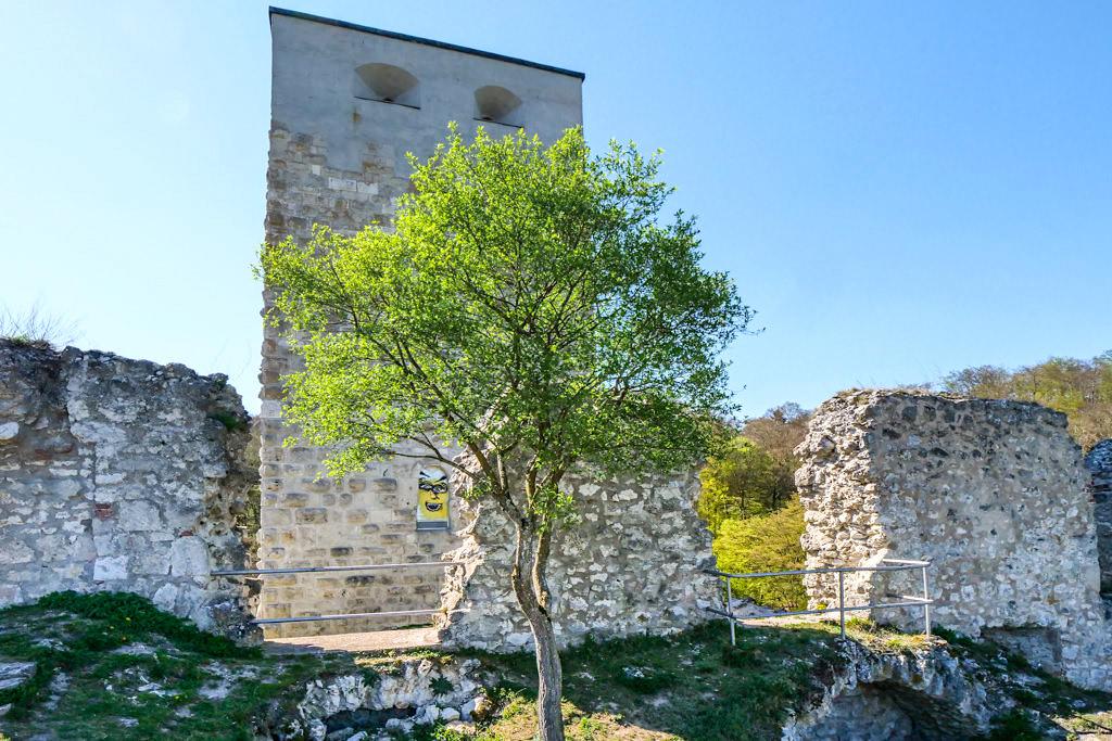 Burgruine Wellheim - Imposante 35 m hoher Bergfried, Überreste von Gemäuern & spektakuläre Lage - Altmühltal Sehenswürdigkeiten - Bayern