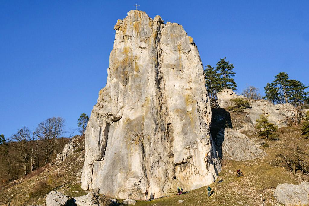Burgsteinfelsen bei Dollnstein - Altmühltal Sehenswürdigkeiten : eine der schönsten, beeindruckendsten Geotope in Bayern