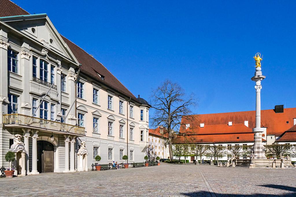 Eichstätt - Schöne Residenzplatz mit Mariensäule, Rundgang durch die historische Altstadt - Altmühltal Sehenswürdigkeiten - Bayern
