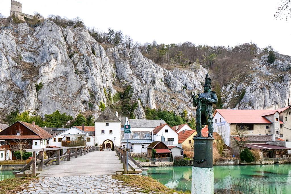 Malerisches Essing - Brücke, Josef Deifl Statue & Turm mit Tor - Altmühltal Sehenswürdigkeiten - Bayern