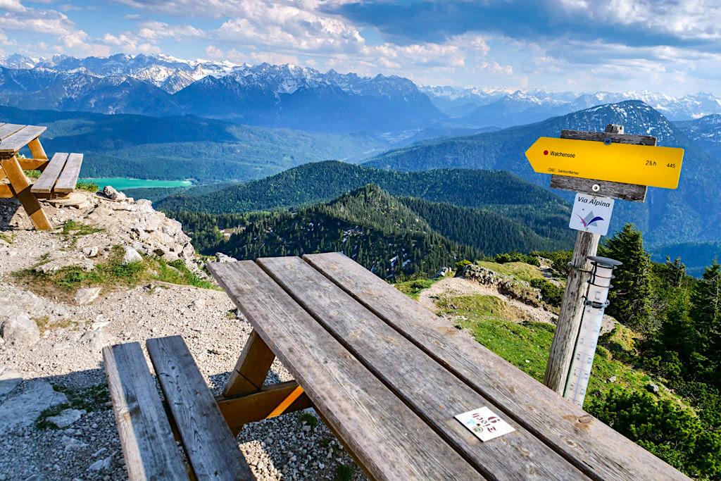 Urig, schöne Heimgarten-Hütte mit grandiosem Ausblick auf den Walchensee und in die umliegende Bergwelt - Rundwanderung Herzogstand & Heimgarten -Bayern