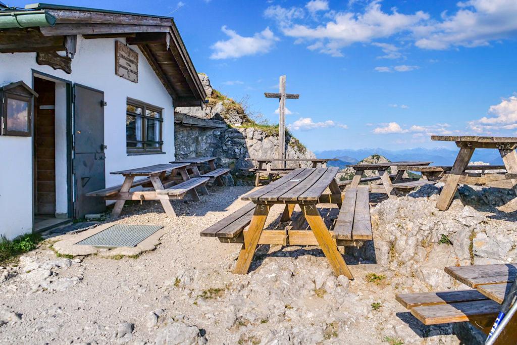 Urig schöne Heimgarten-Hütte - Genüßlicher Zwischenstopp auf der Herzogstand Heimgarten Rundwanderung - Bayern
