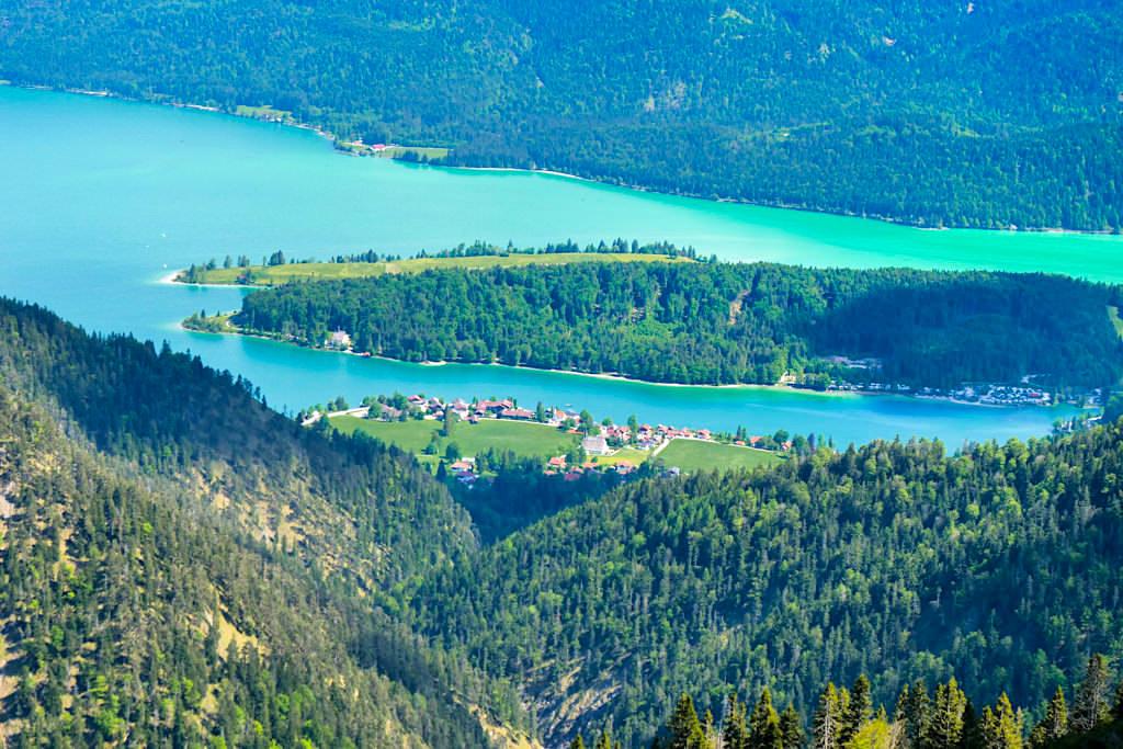 Heimgartengipfel - Atemberaubender Ausblick auf den türkis-grünen Walchensee - Rundwanderung Herzogstand Heimgarten - Bayern