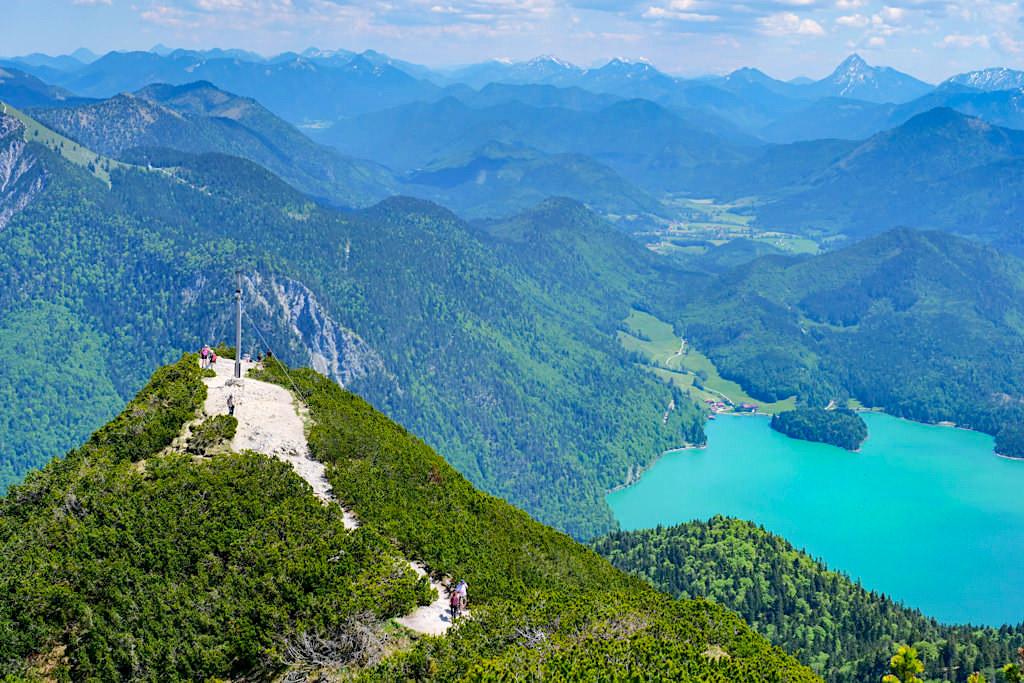 Herzogstand-Gipfel & Aussichtspavillon - Ausblick auf den Walchensee & Bergpanorama Benediktenwand & Brauneck - Bayern