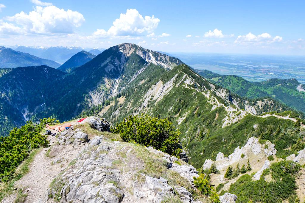 Herzogstand-Gipfel - Blick auf den Grat zum Heimgarten - Rundwanderung Herzogstand Heimgarten - Bayern