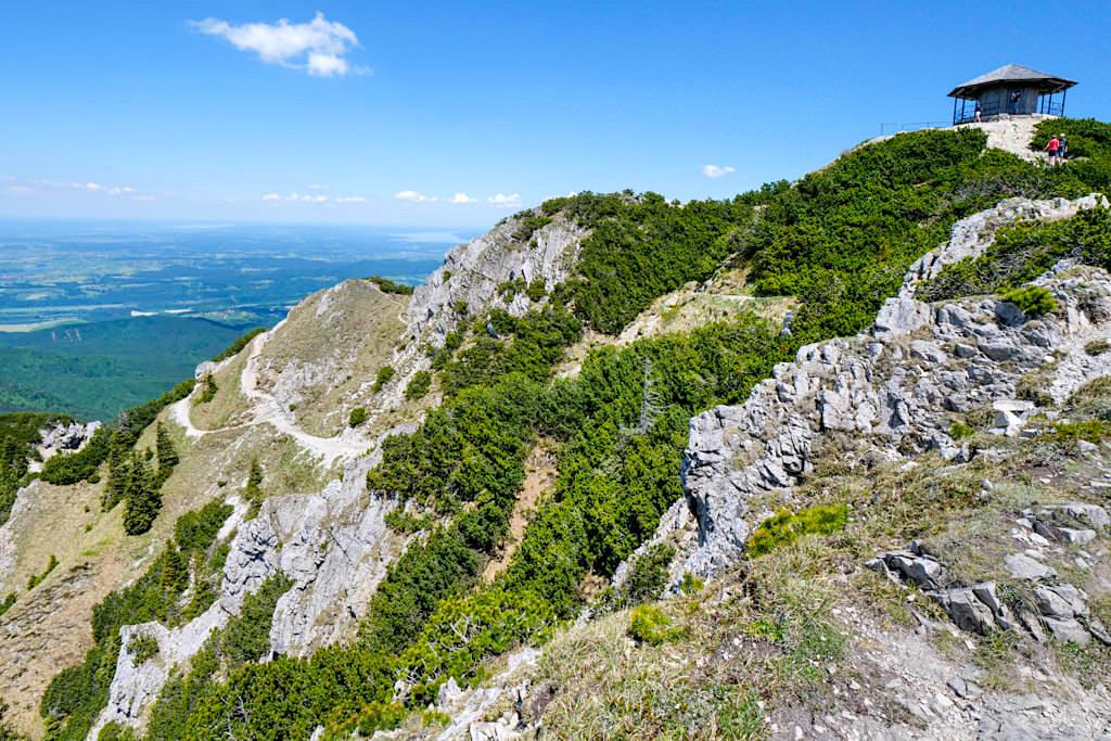 Herzogstand Aussichtspavillon auf dem Gipfel - Grandiose Rundwanderung Herzogstand & Heimgarten - Bayern