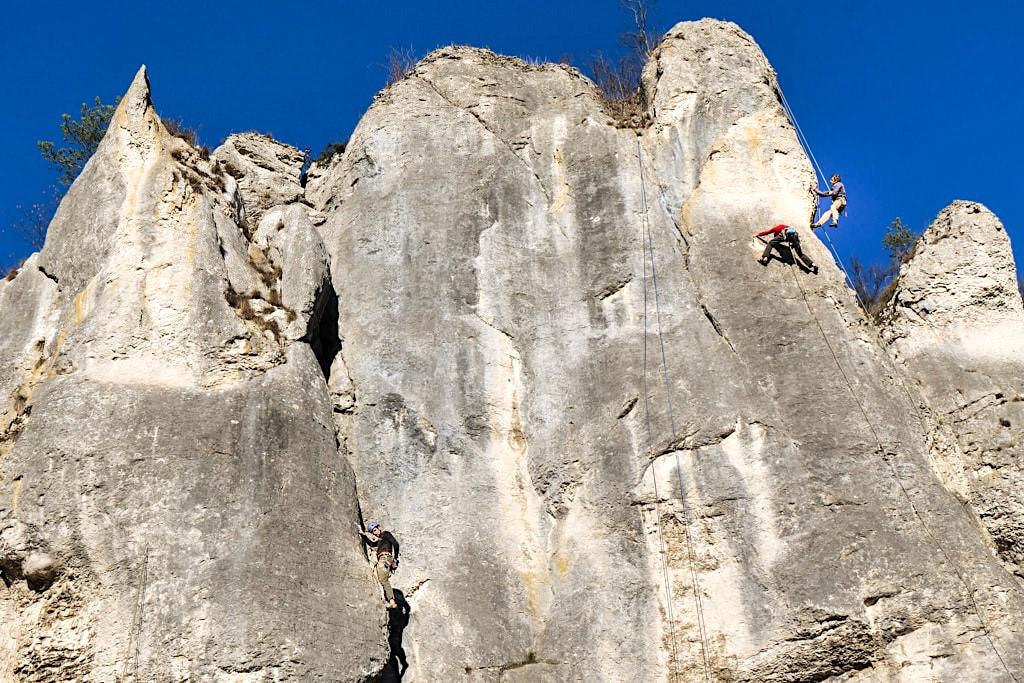 Klettern im Altmühltal - Grandiose Felsen & viele Klettergebiete mit allen Schwierigkeitsgraden - Altmühltal Highlights & Aktivitäten Bayern